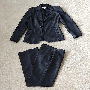 Casual elegant pant suit